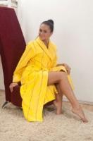 Женский махровый халат 705 желтый